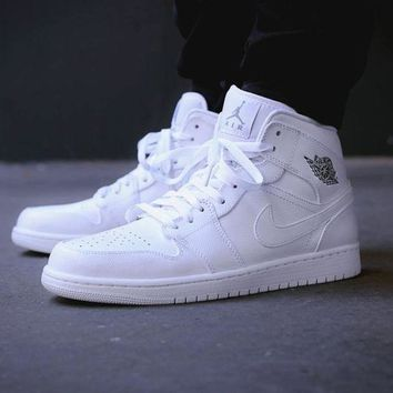Nike Air Jordan Retro 1 High Tops Fashion Running Contrast Sports shoes Full White G-CSXY