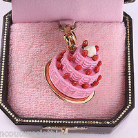 JUICY COUTURE TIERED PINK CAKE WITH STRAWBERRIES BRACELET CHARM  YJRU3313
