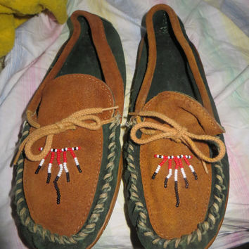 Vintage Sioux Mox Moccasins Handmade Leather Beaded  unisex  sz 10