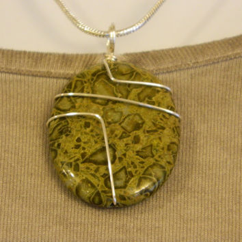75ct. Olive Color Stone, Semi Precious, Agate, Pendant, Necklace, Oval, Natural Stone, 134-15