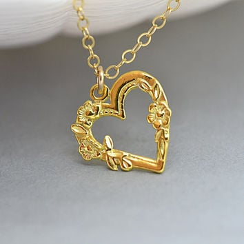 Heart Necklace Gold or Silver, Heart Charm, Mother Necklace, Gift for Mom or Sister, Simple Necklace