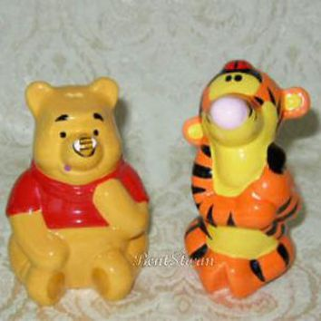 Licensed cool Disney WINNIE-THE-POOH Bear Bee TIGGER Ladybug Ceramic Salt & Pepper Shakers NEW