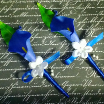 Real Touch Royal Blue Calla Lily Boutonniere Set, Royal Blue Boutonniere, Horizon Blue Groomsmen Flowers Blue Mens Flowers, Grooms Flowers