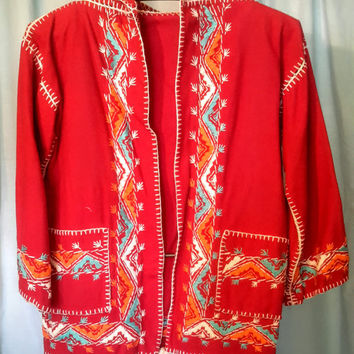 Vintage Mexican red wool embroidered jacket with hood in very goodcondition, size small