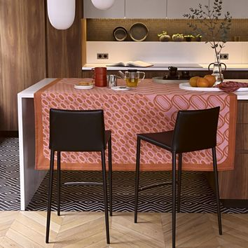 Twist Pink Reversible Table Linens