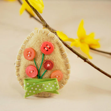 Felt easter egg ornament with button flower, Easter decor, spring gift, Housewarming home decor, handmade