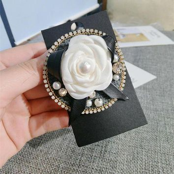 ac spbest Camellia White Black Flowers Bouquets Famous Luxury Brand Designer Jewelry 2016 New Brooch Pins Broach For Women Lapel