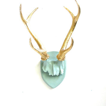 Faux Antlers Plaque Wall Hanging Rustic Modern Wall Mount Wall Decor in light gray-green with gold antlers