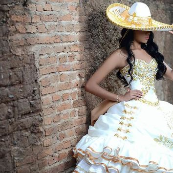 Gold And White Quinceanera Dresses Sweetheart Beautiful Golden Embroidery Ball Gown Vestidos de 15 anosQuinceanera Dress