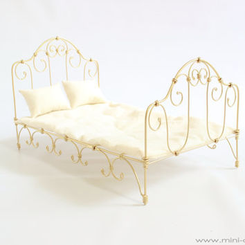 1/6 scale Metal Bed for dolls(Blythe, Barbie, Momoko, Bratz). French style