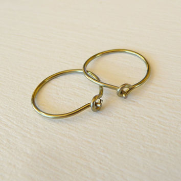 small gold niobium hoops for sensitive ears, hypoallergenic nickel free hoop earrings, yellow gold anodized niobium wire