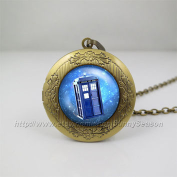 Doctor who tardis Locket Necklace,tardis Dr who Police Box in Space,Doctor who necklace,Glass Locket necklace