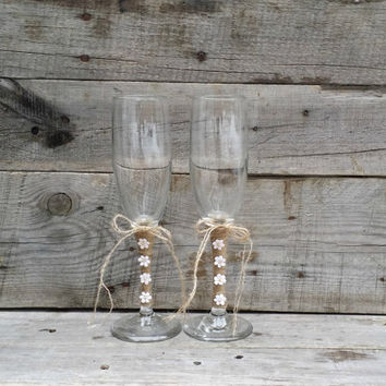 Rustic Wedding Toasting Glasses with Twine and Flowers, Rustic Champagne Flutes, Bride and Groom Wine Glasses,
