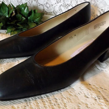 Vintage Etienne Aigner Navy Blue Leather Pump 7 . 5 N the Sarah Model
