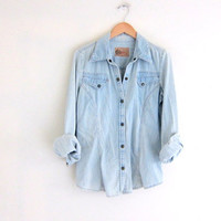 vintage jean shirt. faded blue denim pocket shirt. snap up western denim shirt. rockabilly cowgirl top