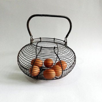 Wire Egg Basket. Rustic Metal Egg Basket. Vintage French Farmhouse Decor. French Country Kitchen Decor. shabby chic. Cottage