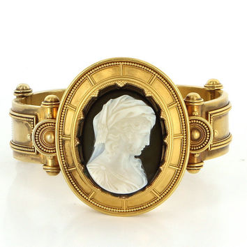 Antique Victorian 18 Karat Yellow Gold Sardonyx Cameo Large Cocktail Bracelet