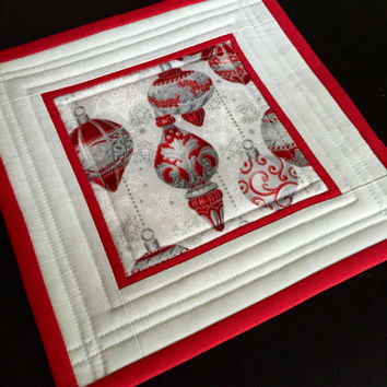 Christmas Candle Mat-Christmas Ornaments-Holiday Table Trivet-Christmas Table Linens-Red-Gray-Silver- Elegant table centerpiece
