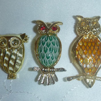Adorable Owl Brooch Lot 70's Gold Enamel Carved Plastic Owls Pins Brooches Vintage Costume Jewelry Animal Figural Cottage Chic Retro Kitsch