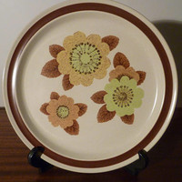 """Vintage 1970s Noritake Genuine Stoneware Plate """"Rustic"""" 8333 / Retro Floral Country Design / Made in Japan"""