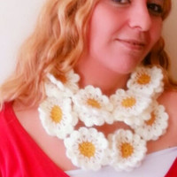 Hand crochet neckwarmer, hand crochet neckwarmer, floral woolneckwarmer, creamy wool neckwarmer, flowered neckwarmer, colorful wool scarf