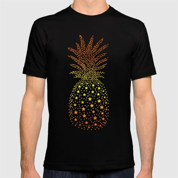 Golden Pineapple Stars T-shirt by ES Creative Designs
