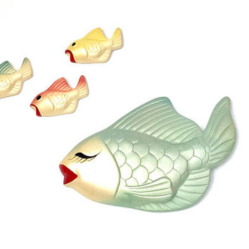 Vintage Chalkware Fish Set 1960s Pearlized Multi Color Mom Fish With 3 Babies Wall Decor Wall Plaques Vintage Chalkware Collectible