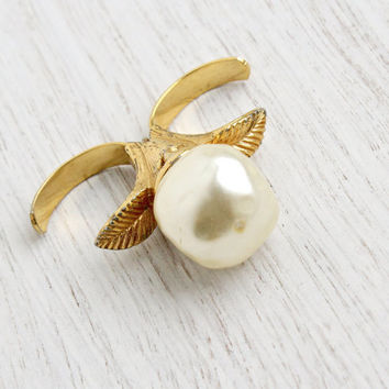 Vintage Statement Faux Pearl Double Finger Ring - Signed Sarah Coventry 1970s Gold Tone Adjustable Leaf Costume Jewelry / 1971 Dimensions