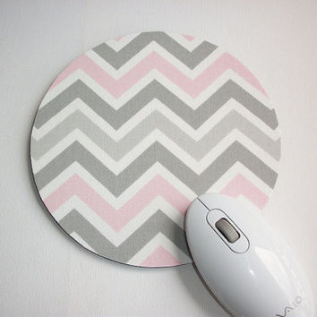 mousepad / Round Mouse Pad / Mat - Bella - Gray and Pink Chevron - Zig Zag