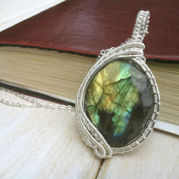 Green/Yellow Labradorite Pendant - Gemstone Jewellery - Wire Wrapped Jewellery Handmade