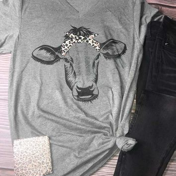 Leopard Head Band Cow, V-Neck T-Shirt