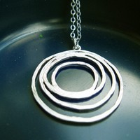 Round and round circle necklace by kute on Etsy