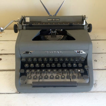 SALE Vintage Royal Quiet deluxe grey manual typewriter  / Vintage typewriter / vintage photo prop / office decor / wedding guest book