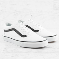 Old Skool Classic Tumble Sneaker - True White/Black