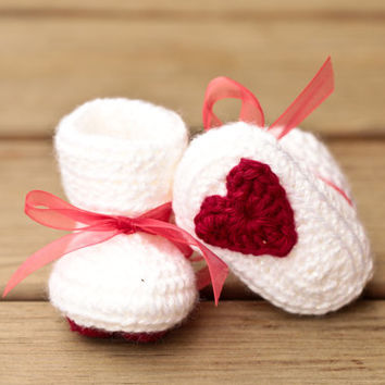 Crochet Baby Booties - Heart Baby Booties - Valentine's Day - Red and White Baby Shoes - Love Baby Booties - Sparkle White Red Bow Red Heart