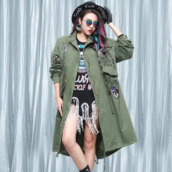 2016 fall New Women Letters printed badge affixed cloth rivet Loose Trench Coat Female Long Section Windbreaker Frock Outerwear