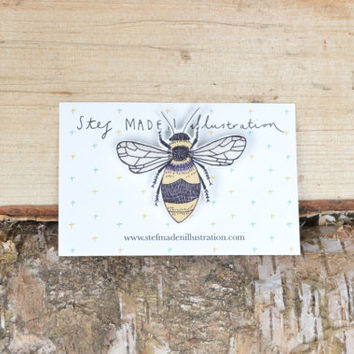 Illustrated bee brooch/pin