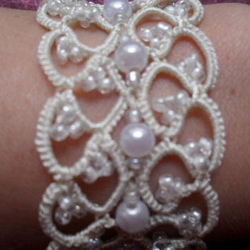 Bridal Tatting - Frivolite  Bracelet - Tatted Lace Bracelet- Bridal tatted lace bracelet in ivory |  bridal wedding lace cuff