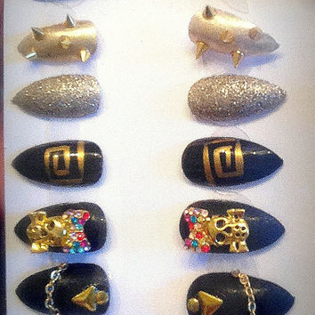 Gothic, skulls, hand painted, black/gold stiletto false nails