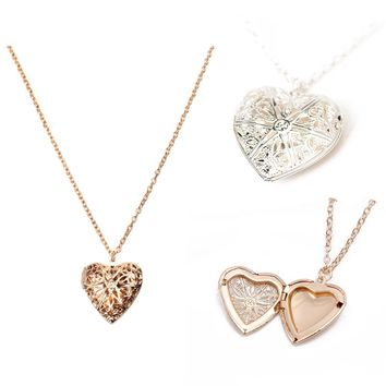 2018 New Creative Heart Shape Hollowed Photo Secret Medallion Necklace Alloy Pendant Necklace Set Friends Couples Gifts Jewelry