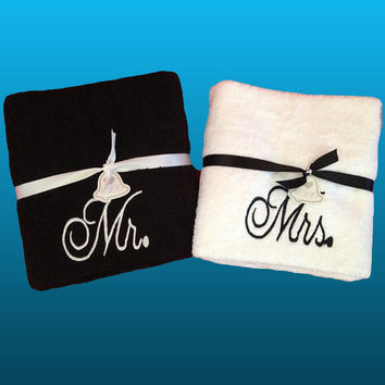 Set of 2 Mr & Mrs Bath/Beach Towels