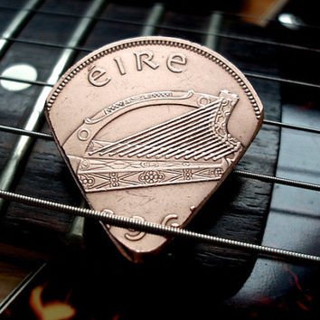 Irish Coin Guitar Pick -- 1968 Copper Pingin -- Éire