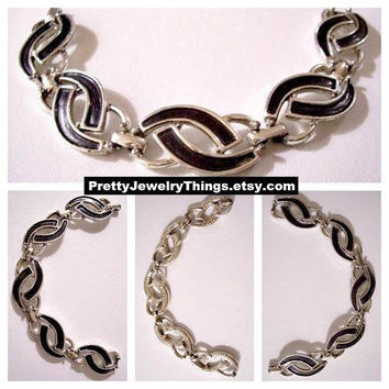 Black Curved Chain Link Bracelet Silver Tone Vintage Sarah Coventry Open Half Rings Hammered Textured Back Foldover Clasp
