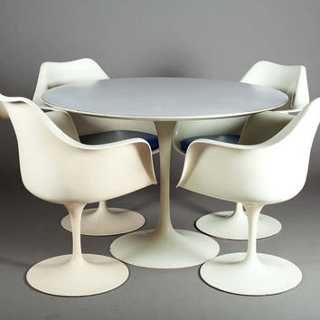 1960's / 70's Mid Century Authentic Knoll Eero Saarinen Tulip Dining Table / Arm Chair set of Four