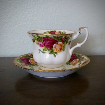 Vintage Royal Albert Old Country Roses tea cup and saucer, bone china tea set, floral teacup