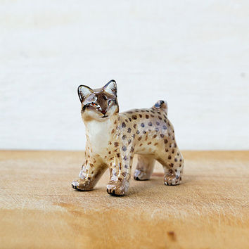 Animal Lynx Totem figurine, tiny zoo, wild animals, woodland gift idea for lynx lovers, beige brown home decor, bob cat