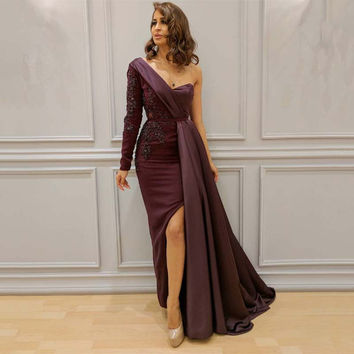 2017 Arabic Dark Burgundy One Shoulder Lace Beaded Evening Dresses Long Sleeves Appliques Sexy Slit Prom Gowns Vestido de Noche