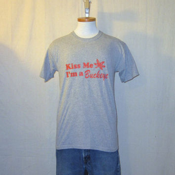 Vintage 80s OHIO STATE BUCKEYES Kiss Me Graphic Grey Soft Medium College University Sports Medium T-Shirt