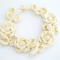 Crocheted Flower Choker Necklace. Ivory. Vintage.