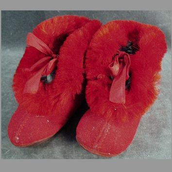 Vintage Baby Booties - Red Felt Baby Shoes with Fur Trim